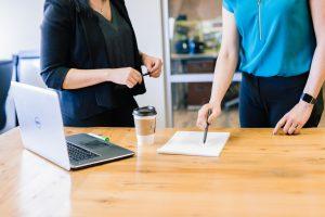 Anticipée et bien préparée avec les conseils de Mood Finance, la transmission d'entreprise est un deal gagnant-gagnant